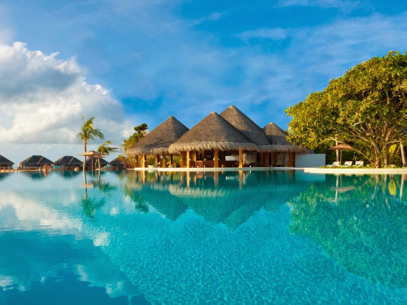 Pool-Dusit-Thani-Maldives-2-800x600