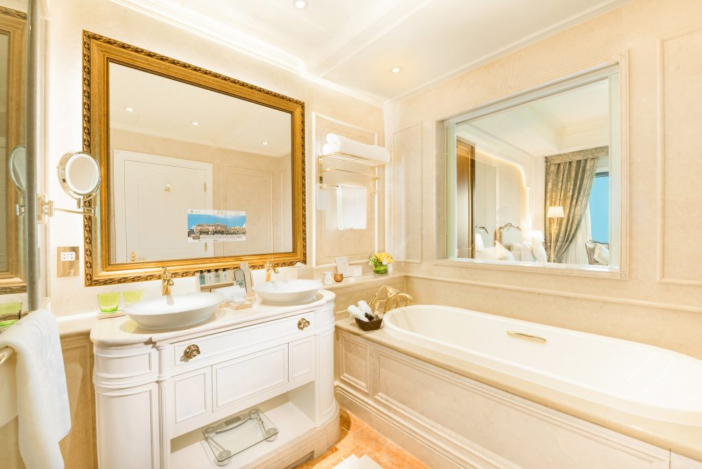 729-Superior-Room-Twin-Bed-bathroom