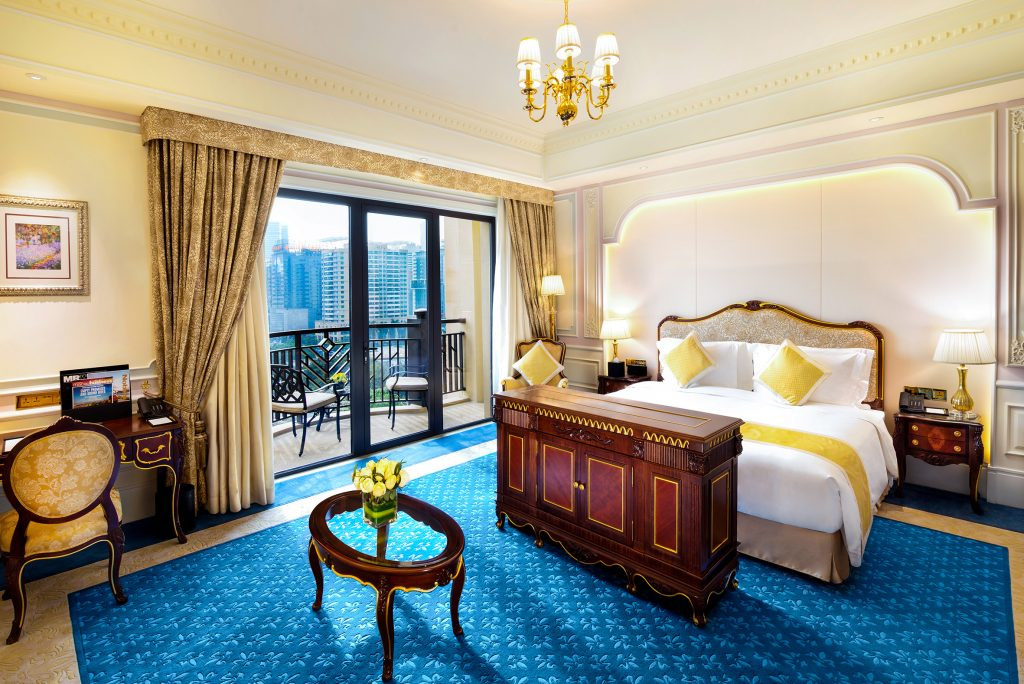 813-Deluxe-Room-King-Bed-A