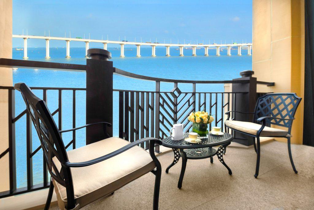 825-One-Bedroom-Executive-Suite_balcony
