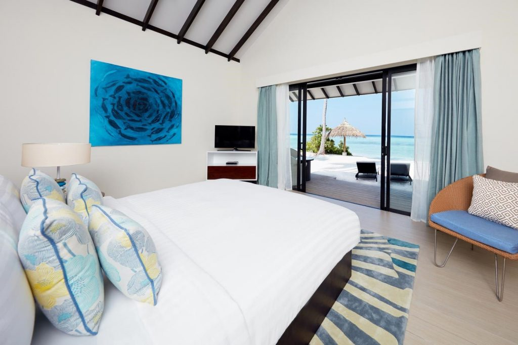 rs_1400x0_sunset-beach-villa-bedroom-1